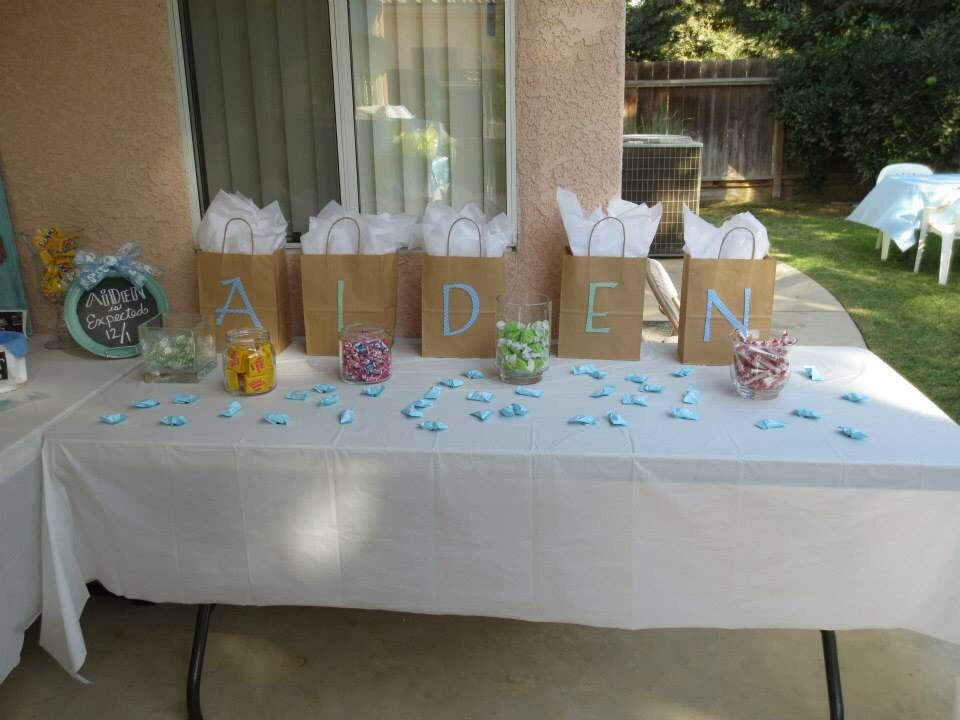 Baby Shower Games Gift Ideas Winners  Gifts for baby shower game winners with candy scattered