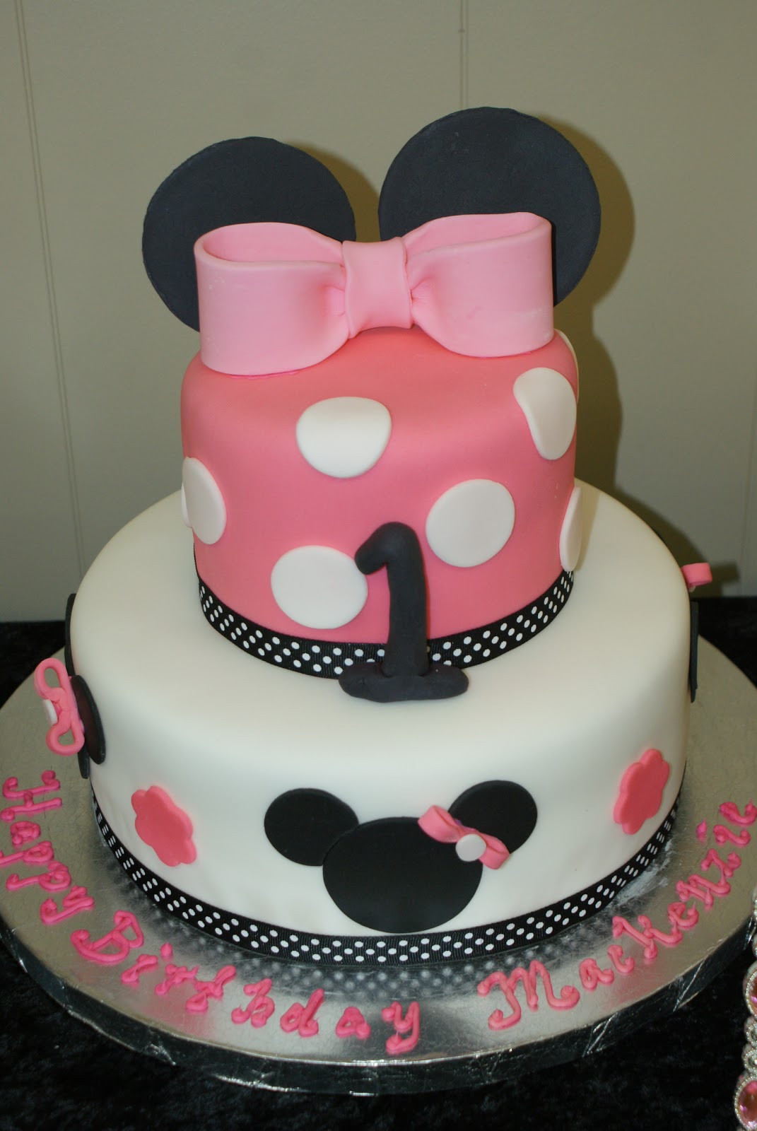 Babys First Birthday Gift Ideas  Attention Cravers Baby s Minnie 1st Birthday Party