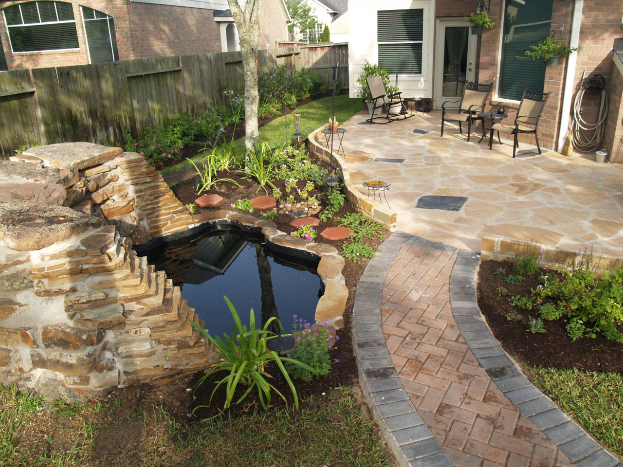 Backyard Ideas For Small Yard  Small Backyard Landscaping Concept to Add Cute Detail in