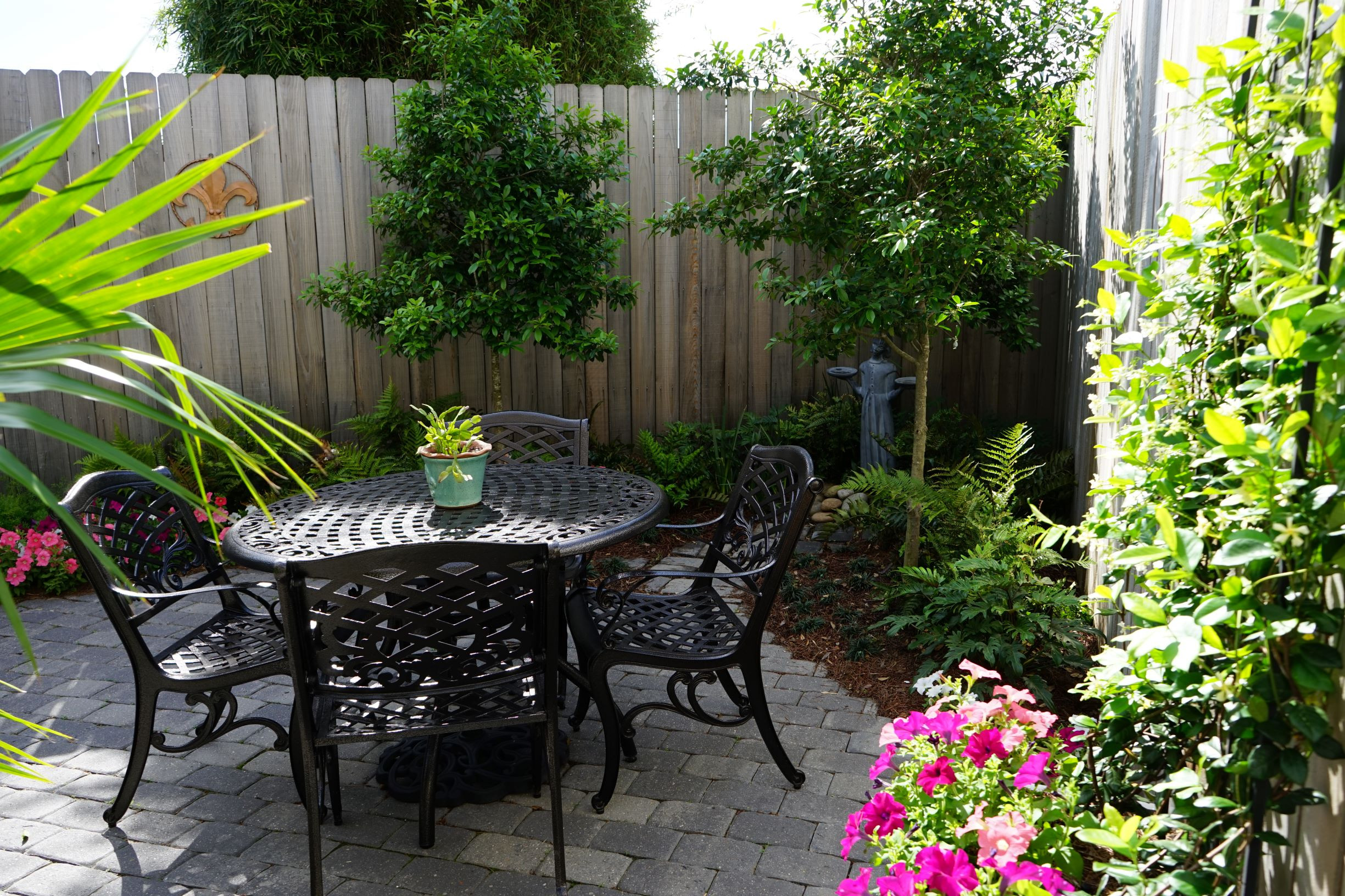 Backyard Ideas For Small Yard  Tiny Yards 7 Ideas for Designing a Small Garden in New