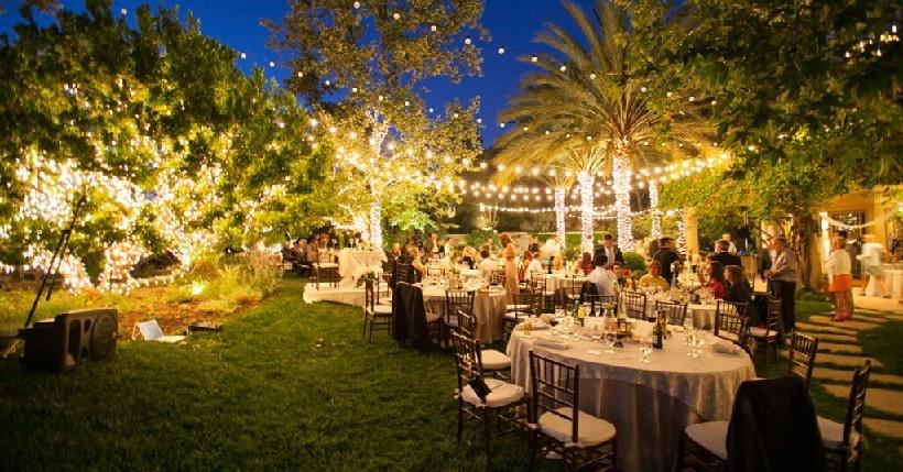 Backyard Wedding Receptions  10 Tips Planning an Amazing Backyard Wedding