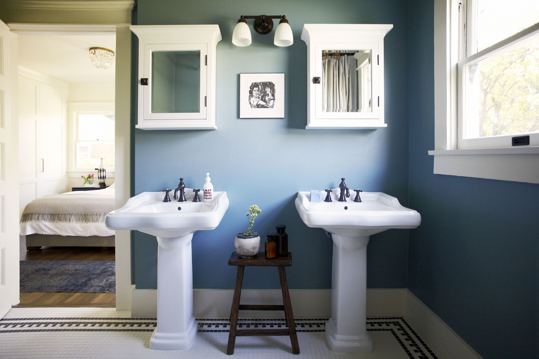 Blue Bathroom Walls  10 Beautiful Blue Bathrooms