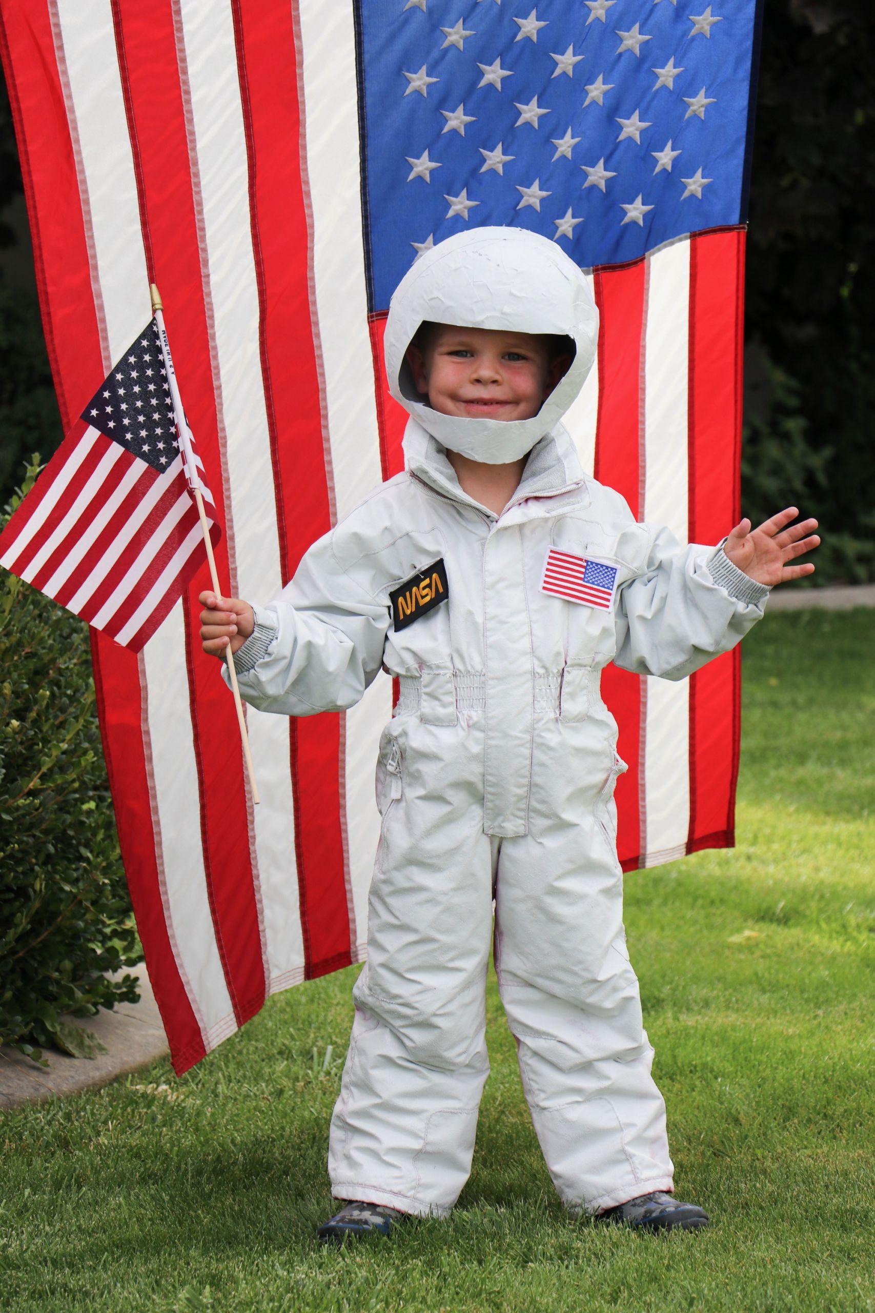 DIY Kids Astronaut Costume  DIY Astronaut Costume Navy Berlin