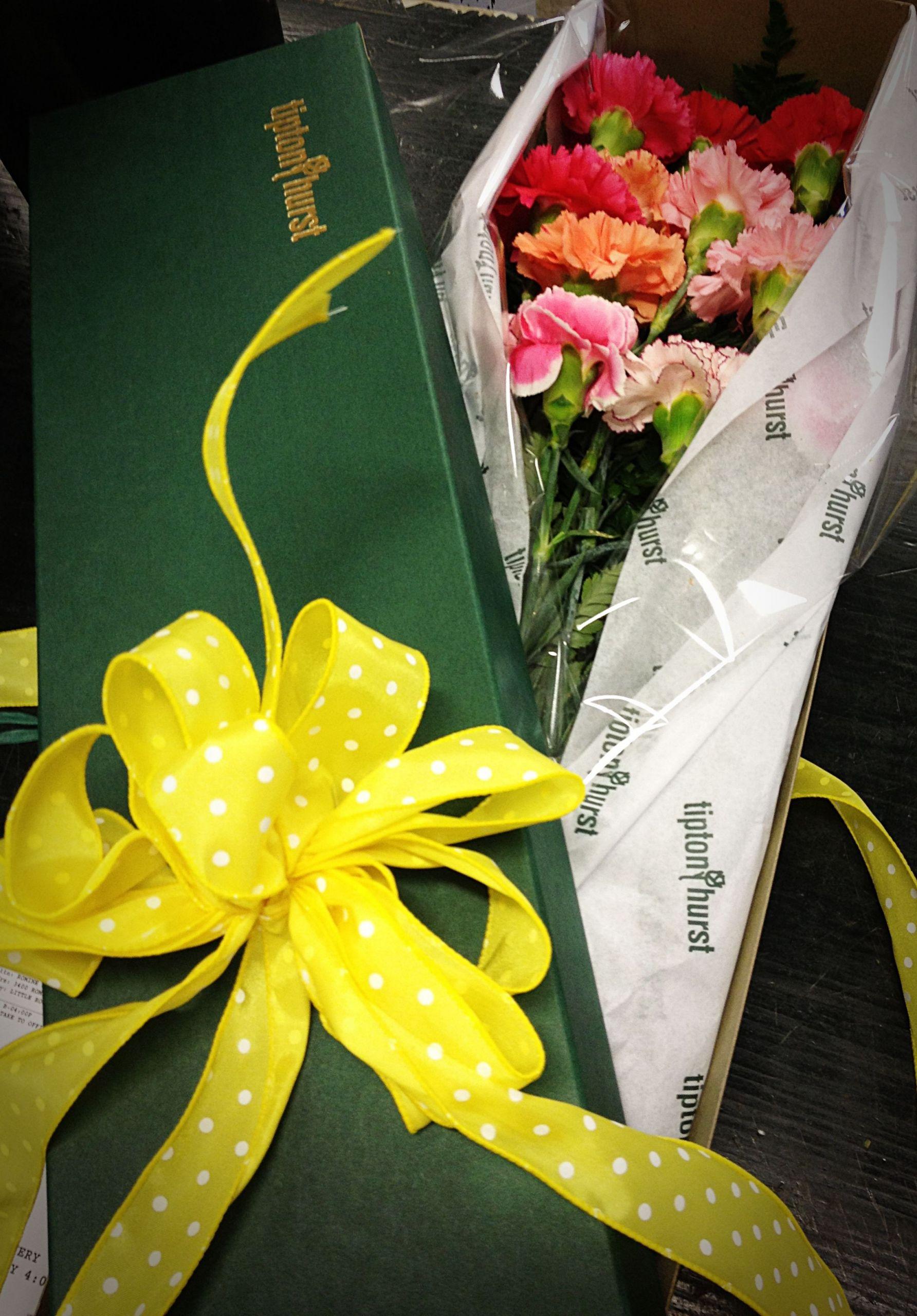 Elementary School Graduation Gift Ideas  BOXED CARNATIONS FOR AN ELEMENTARY SCHOOL GRADUATION GIFT