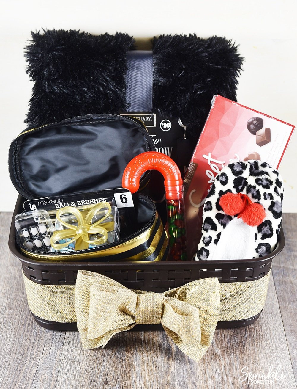 Gift Basket Ideas For Girls  DIY Holiday Gift Basket Idea for Teen Girls ⋆ Sprinkle