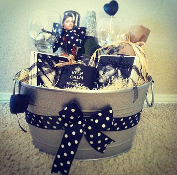 Gift Ideas For Eloped Couple  15 Out The Box Engagement Gifts Ideas For Your Favorite