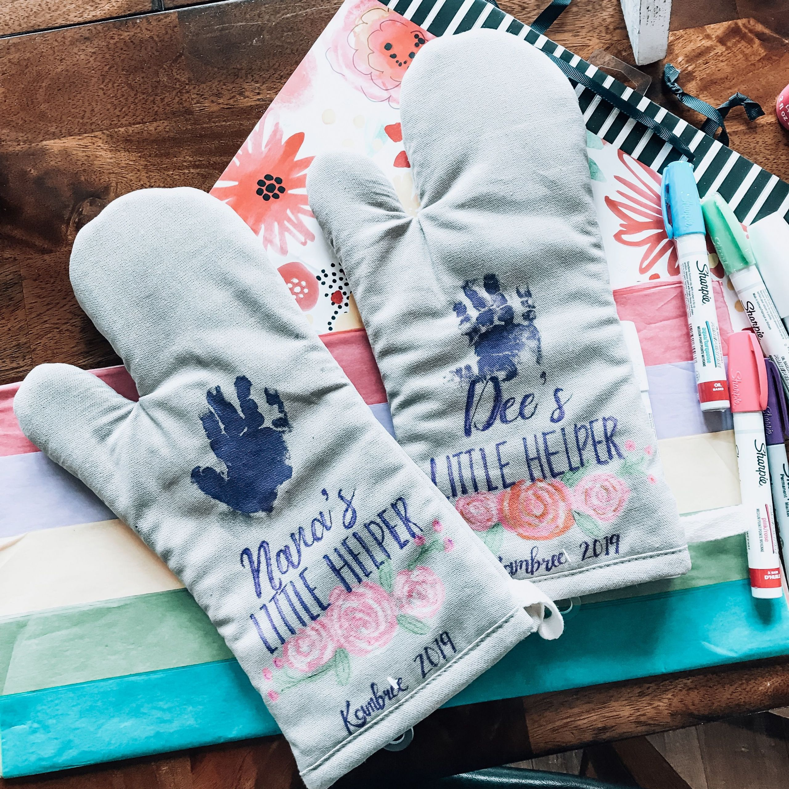 Homemade Gifts For Grandma From Baby  DIY Personalized Handprint Oven Mitt