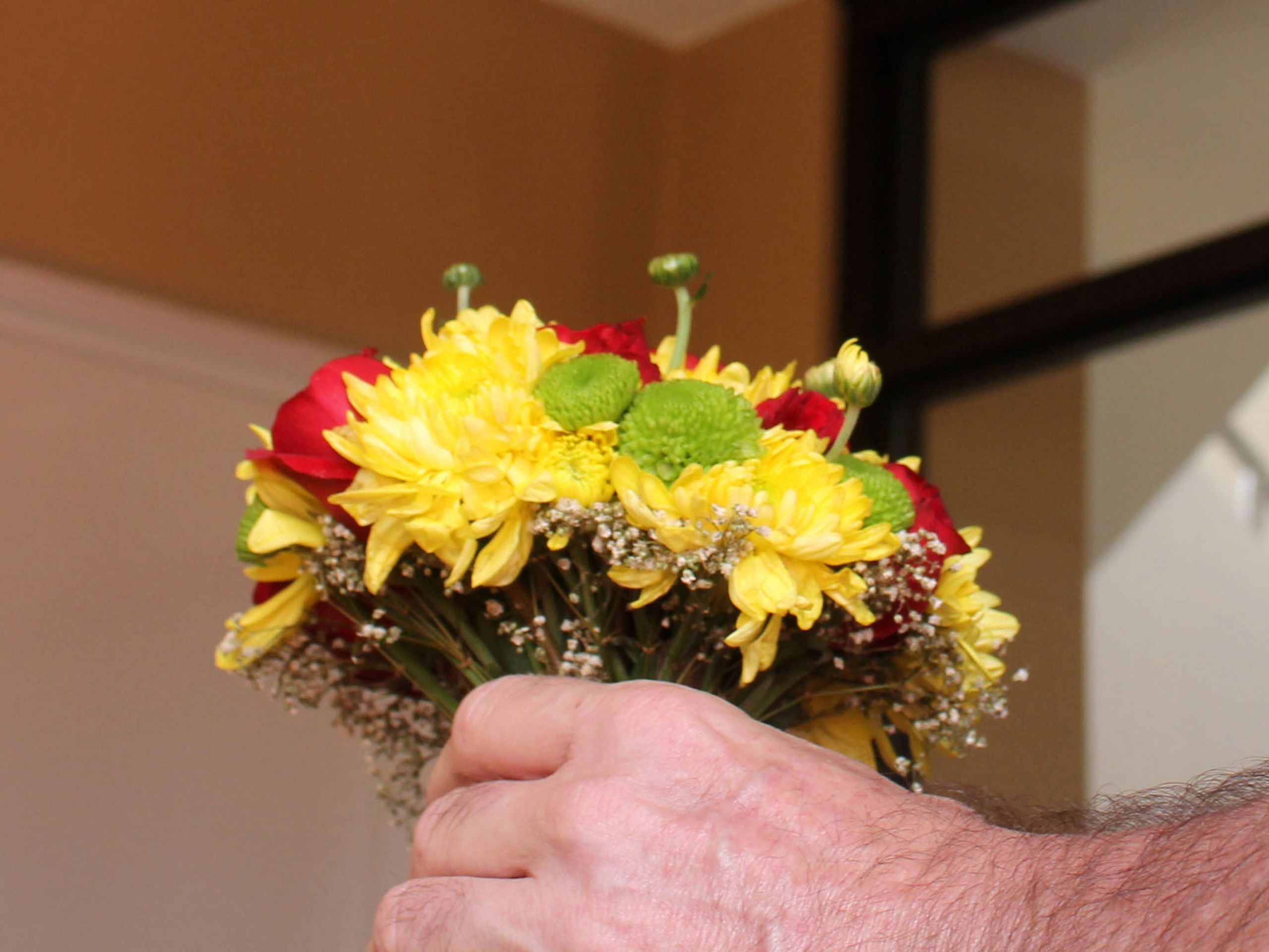 How To Save On Wedding Flowers  How to Save Money on Wedding Flowers 3 Steps with
