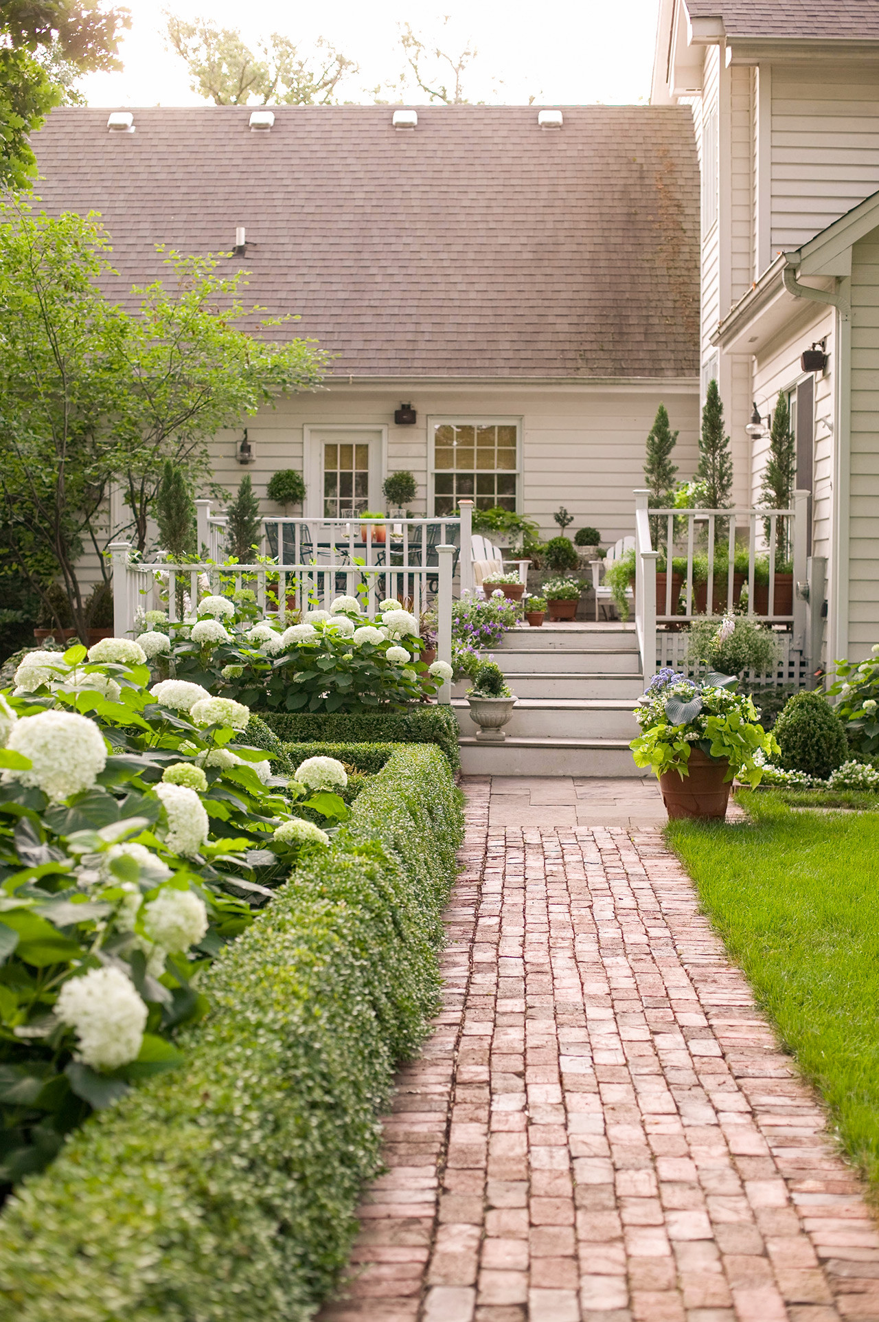 Simple Landscape Design  16 Simple Solutions for Small Space Landscapes