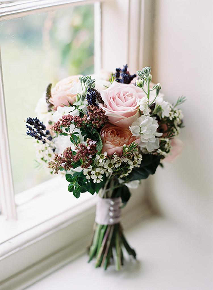 Wedding Bouquets DIY  Pretty Floral Wonderland DIY Wedding