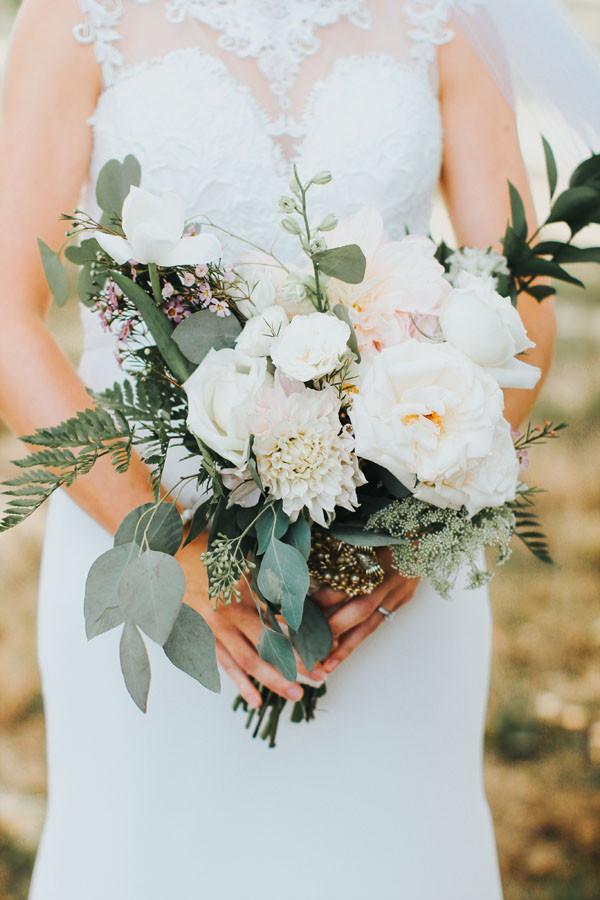 Wedding Bouquets DIY  These 4 Tricks Will Help You DIY Your Wedding Bouquet