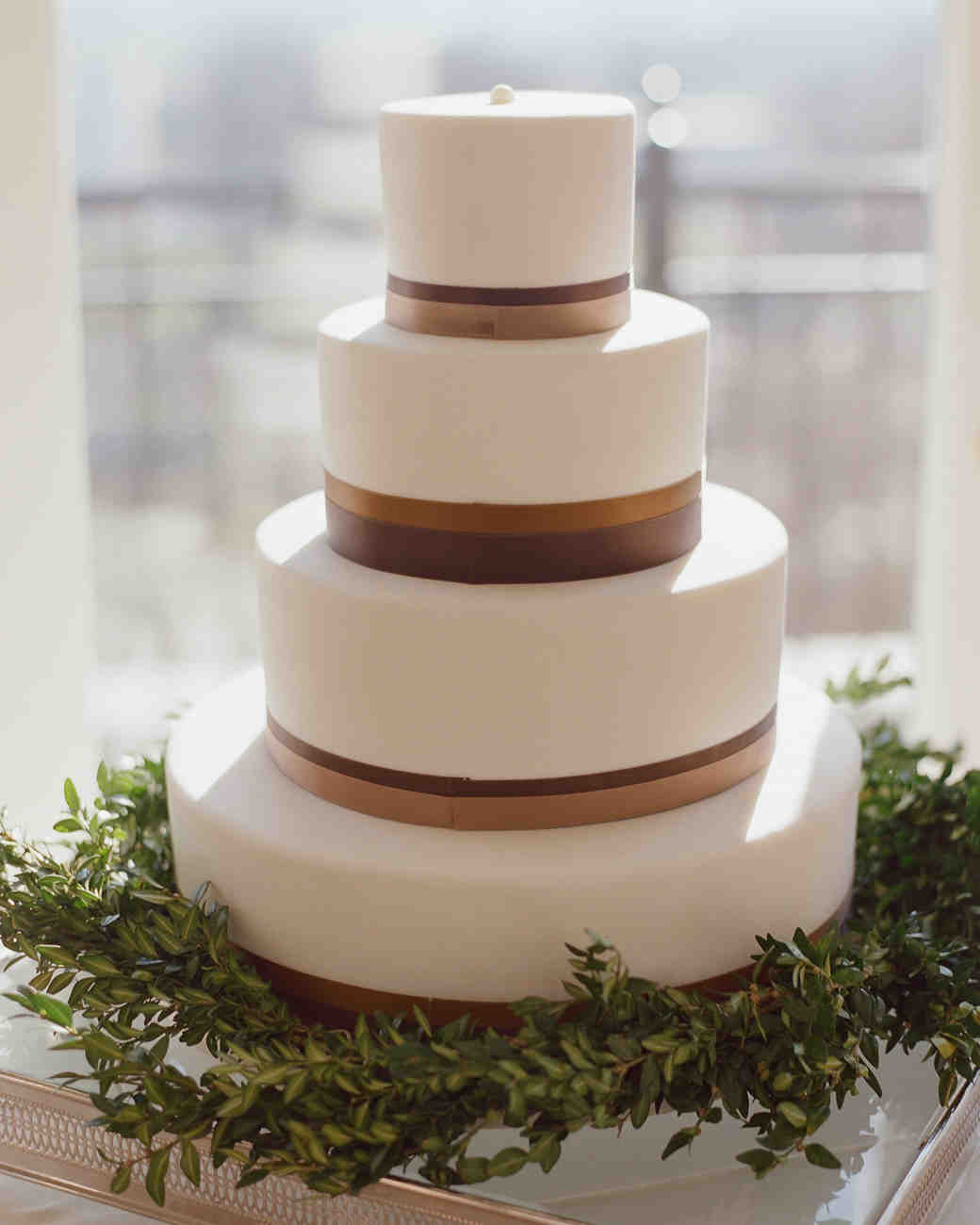 Wedding Cakes Simple  40 Simple Wedding Cakes That Are Gorgeously Understated