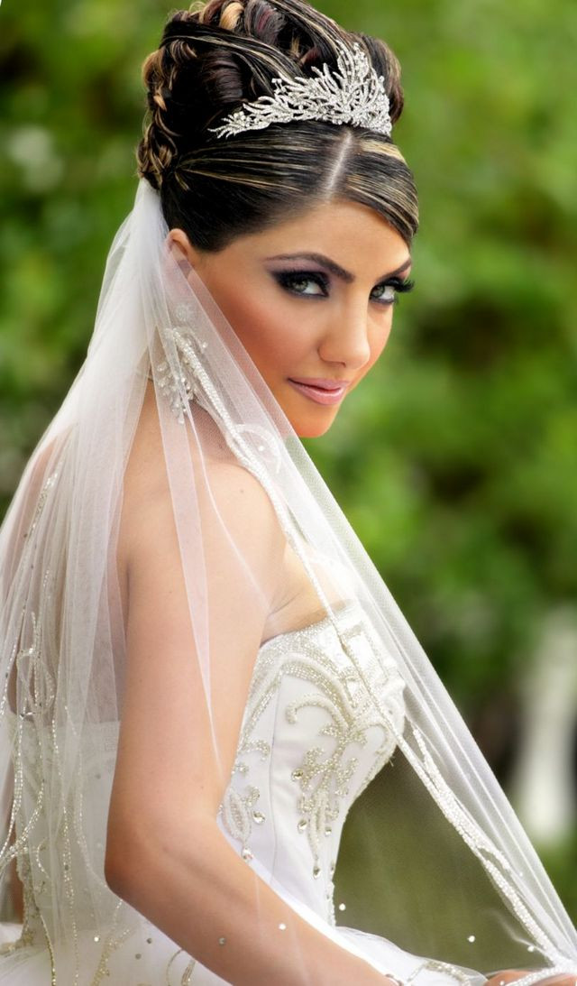 Wedding Veils With Long Hair  Wedding Hairstyle with Tiara