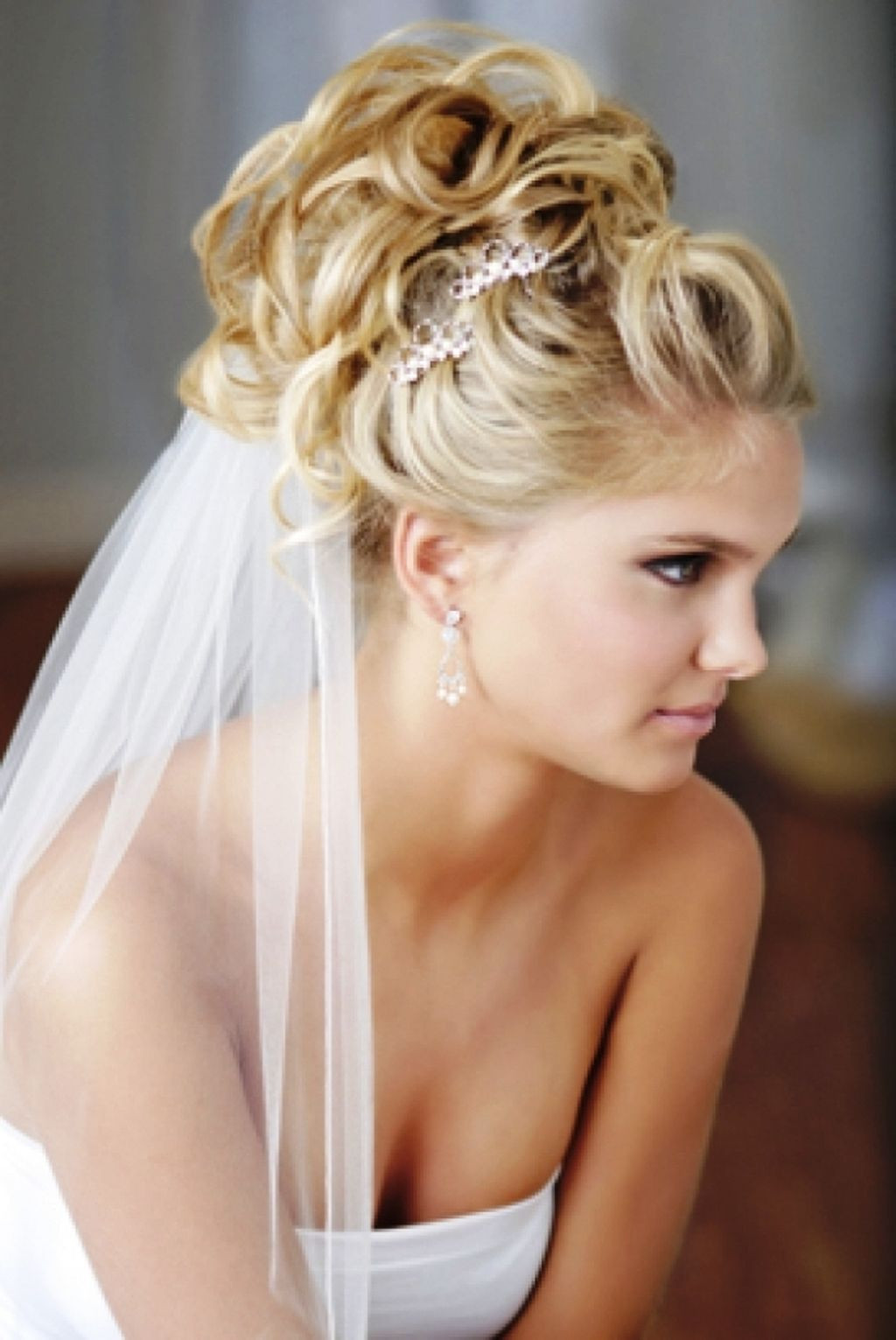 Wedding Veils With Long Hair  20 Wedding Hairstyle Long Hair You Can Do At Home MagMent