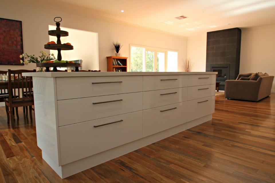 White Kitchen Bench  Modern Ballarat White Kitchen Cabinets Matthews Joinery