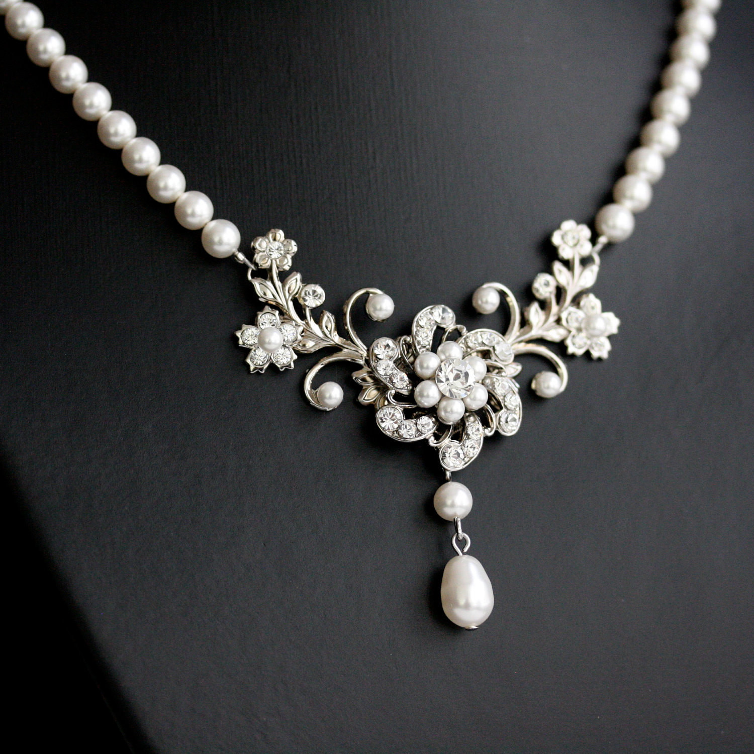 White Pearl Necklace  Wedding Necklace White Pearl necklace Vintage rhinestone